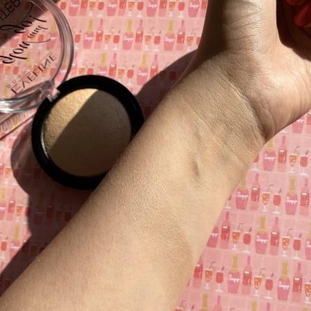 Eveline, Glow and Go, rozświetlacz wypiekany 01 Champagne, 8,5 g